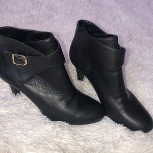Banana Republic black leather ankle boots Size 7